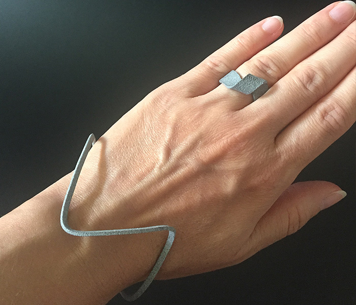 MOMENTUM-RING-ARMREIF-BRACELET-SHADED-EDITION-GREYSHADED-LARISSAGEHRMANN